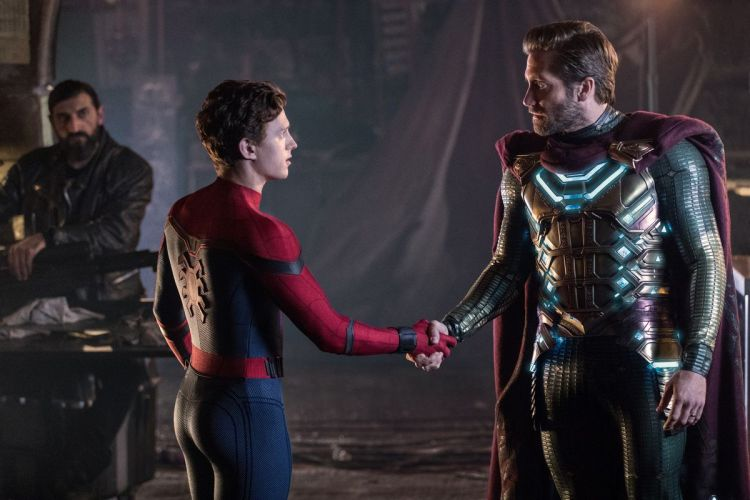 spider_man_far_from_home_DF_07191_07189_r_v3.0